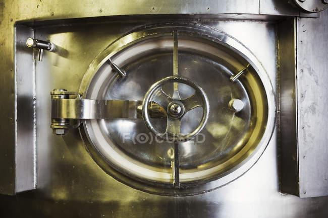Люк великих нержавіючої сталі чайник — стокове фото
