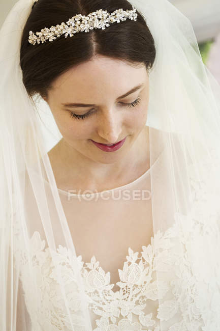 Bride in her wedding dress — Stock Photo