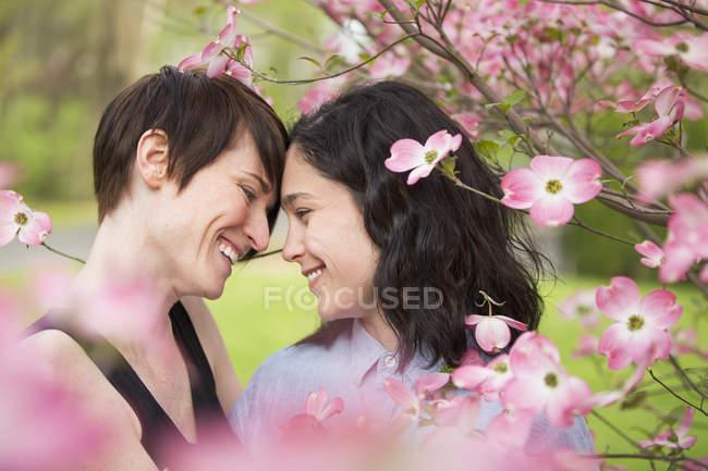 Однополые пары — стоковое фото