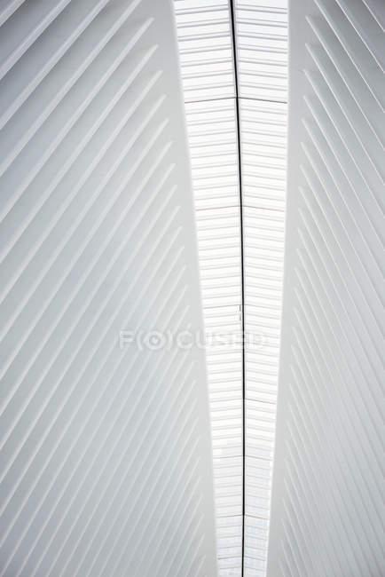 Coluna central da estrutura do telhado — Fotografia de Stock