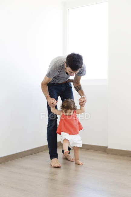Man holding baby hands and walking — Stock Photo