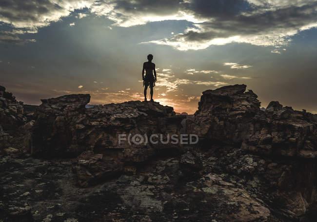 Bergsteiger an Felsformation — Stockfoto