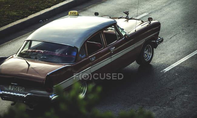 Висока кут пострілу класичний автомобіль — стокове фото