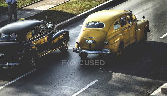 High angle shot of classic cars — Stock Photo