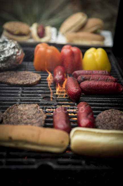 Essen auf Grill Grillen — Stockfoto