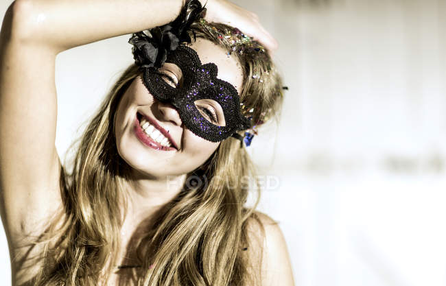 Frau mit Maske — Stockfoto