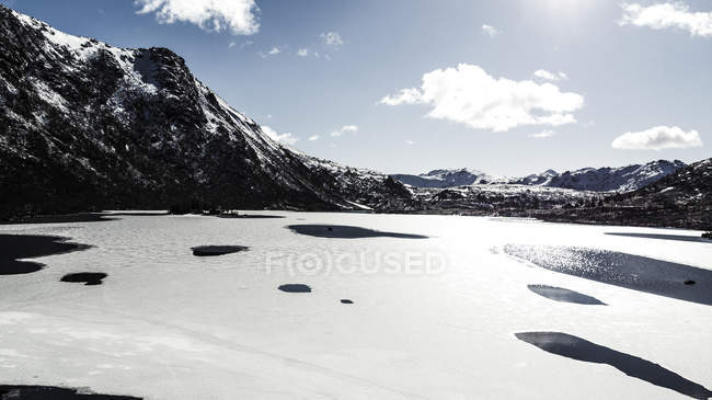 Ce floes e montanhas em Lofoten Islands , — Fotografia de Stock