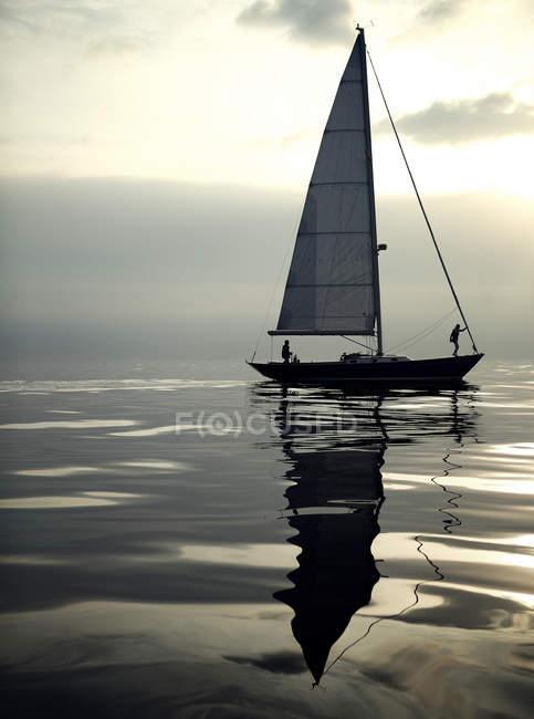 Barca a vela sull'oceano — Foto stock