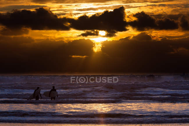 Surfers on Cannon Beach — Stock Photo