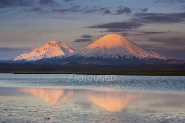 Twin Паячата вулканів — стокове фото