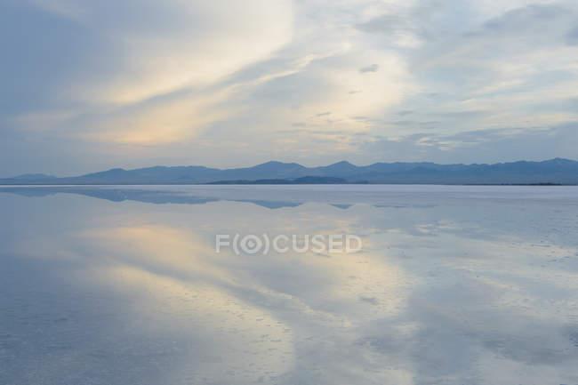 Flachwasser über Oberfläche — Stockfoto