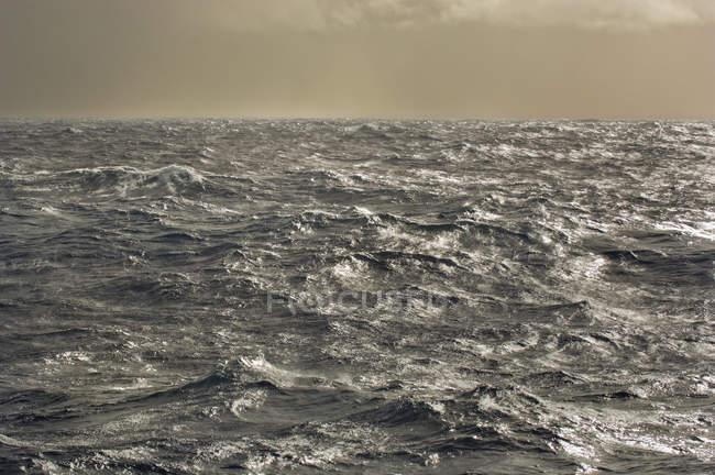 Acqua di mare tempestosa di Drake Passage in Sud America — Foto stock