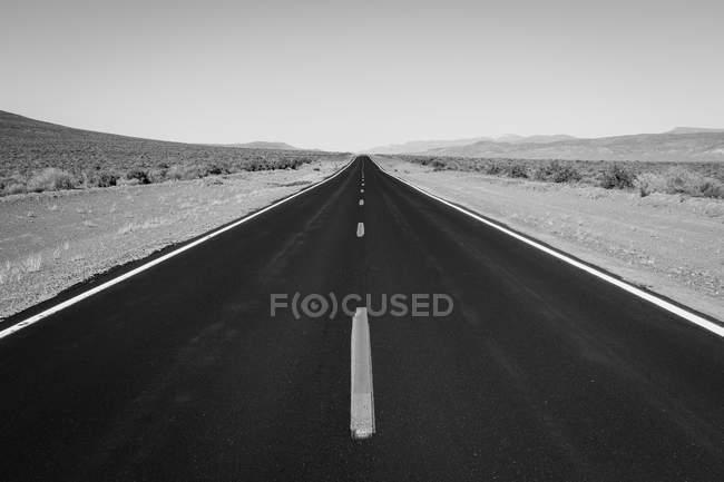 Pneus de estrada no deserto de Black Rock, Nevada, EUA — Fotografia de Stock