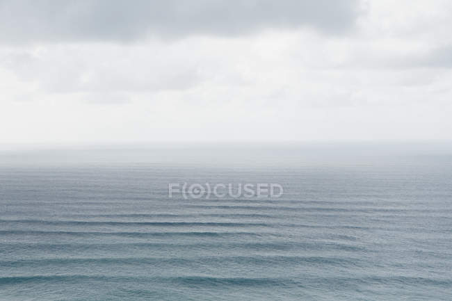 Elevated view of Pacific Ocean waves at Hawaii coastline. — Stock Photo