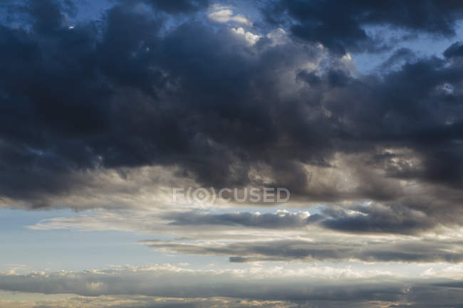 Dark stormy clouds at dusk in sky — Stock Photo