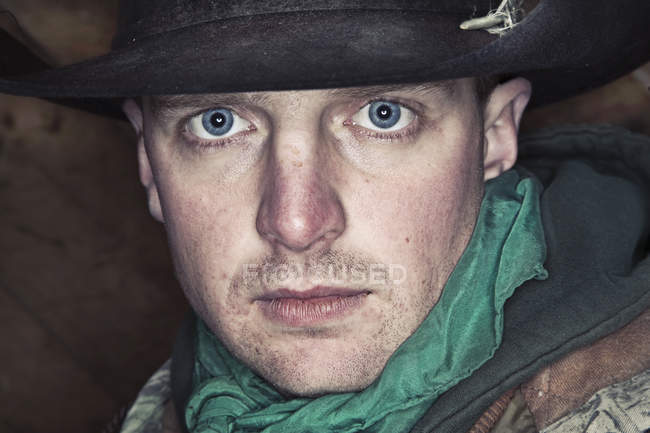Portrait of man with bright blue eyes in hat looking in camera. — Stock Photo