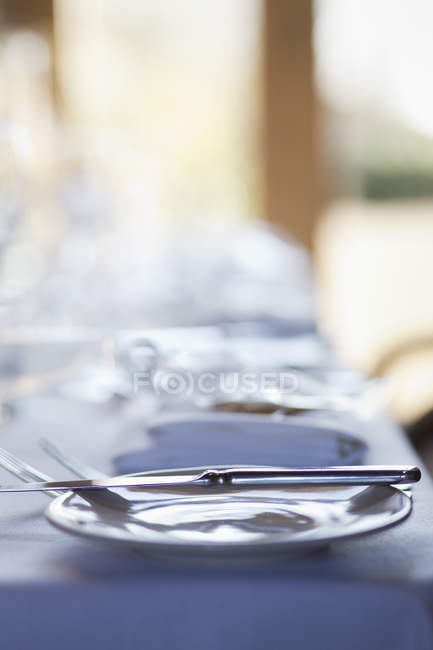 Close-up of crockery and cutlery on table. — Stock Photo