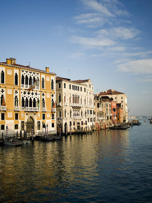 Tall palazzos and historic buildings lining Grand Canal in Venice, Italy. — Stock Photo