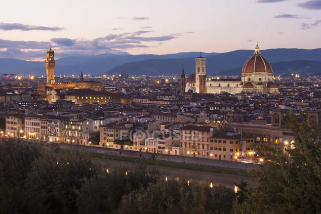 Historic buildings in Florence at dusk, Italy. — Stock Photo