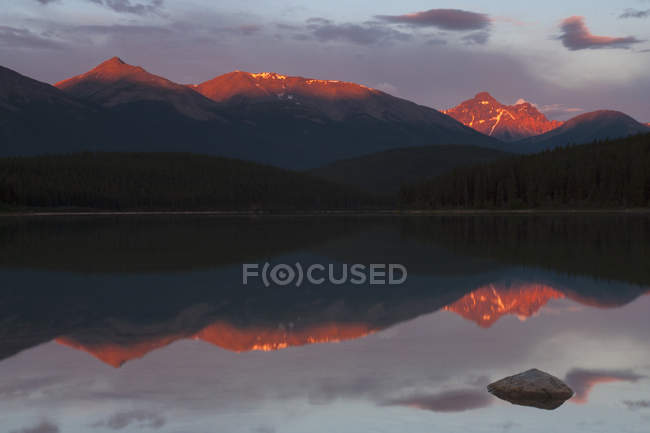 Canadian Rockies mountains with sunlight reflecting in lake water. — Stock Photo