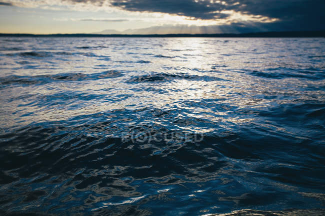 Sunset over water of Puget Sound and Hood Canal at dusk, USA. — Stock Photo