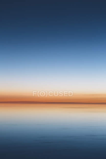 Horizon across flooded surface of Bonneville Salt Flats in Utah, USA. — Stock Photo