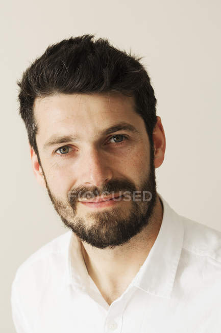 Portrait of bearded man smiling and looking in camera. — Stock Photo