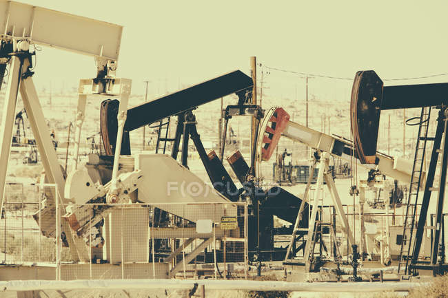 Working oil industry pumps at Midway-Sunset oil field in California, USA — Stock Photo