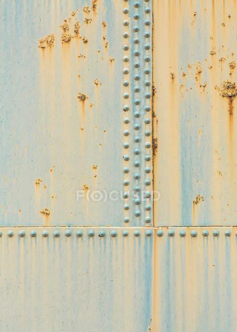 Деталь ржавого контейнера для хранения нефти, полная рама — стоковое фото