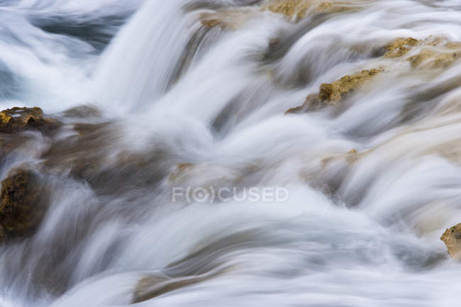 Tide flowing over rocks in Ambergris Cay Island, Turks and Caicos Islands. — Stock Photo