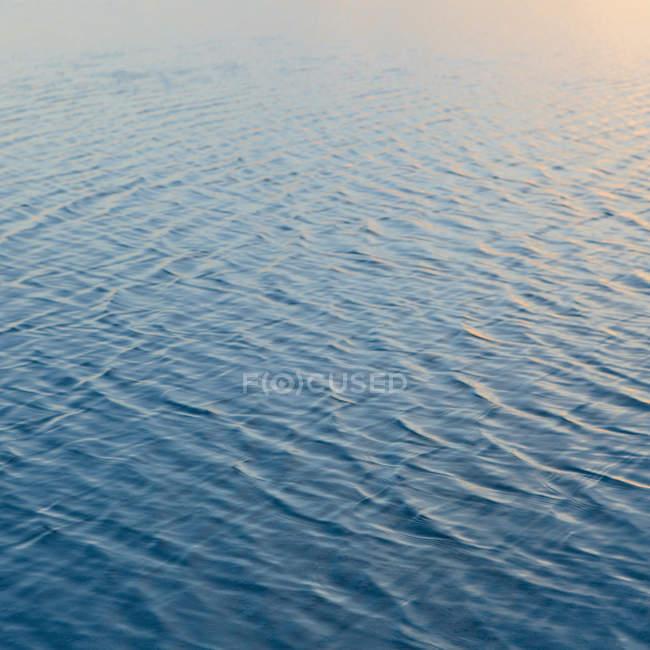 Flachwasser über Oberfläche am Salzsee von Bonneville in Utah, Usa — Stockfoto