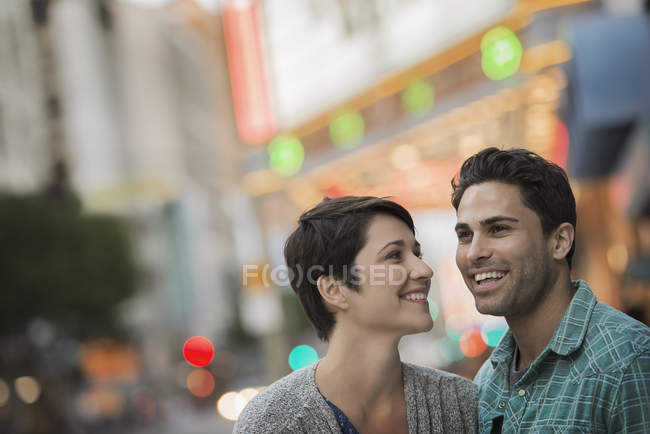 Man and woman laughing on urban city street. — Stock Photo