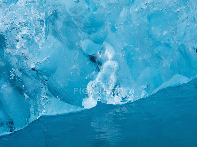 Glacial lake of Breidamerkurjokull glacier by edge of Atlantic Ocean in Iceland. — Stock Photo