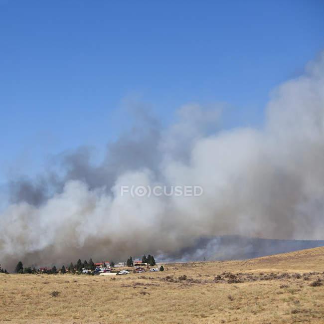 Nuages de feu de forêt près de Ellensburg dans le comté de Kittitas, Washington, é.-u.. — Photo de stock