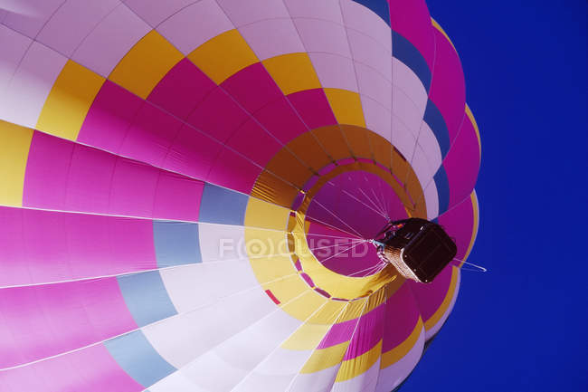 Low angle view of colorful hot air balloon in Texas, USA — стоковое фото