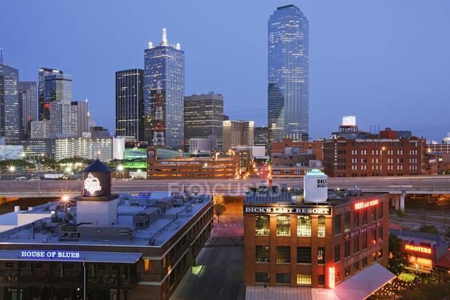 Orizzonte di Dallas con illuminante grattacieli, Texas, Usa — Foto stock