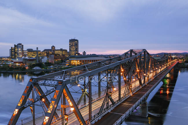 Bridge to city illuminated in twilight, Ontario, Canada — стоковое фото