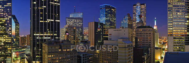 Rascacielos de skyline de la ciudad en el centro de Dallas, Estados Unidos - foto de stock
