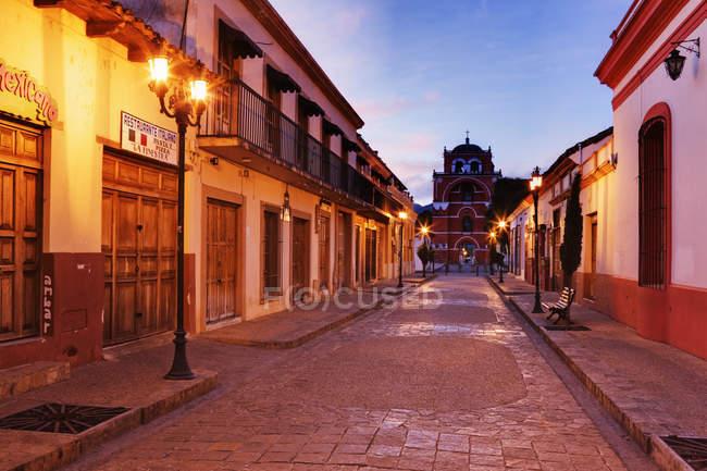Empty town street at dawn in San Cristobal de las Casas, Mexico — стокове фото