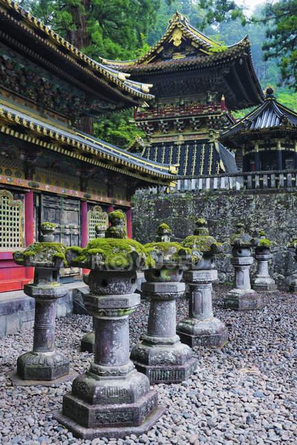 Santuário de Toshogu ornamentado com esculturas de pedra em Nikko, Japão — Fotografia de Stock