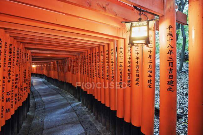 Messages orange avec texte asiatique à Kyoto, Japon — Photo de stock