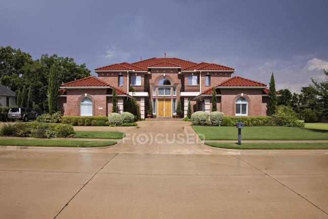Casa de estilo toscano no país de McKinney, Texas, EUA — Fotografia de Stock