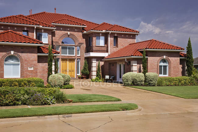 Tuscan style house in country of McKinney, Texas, USA — Stock Photo