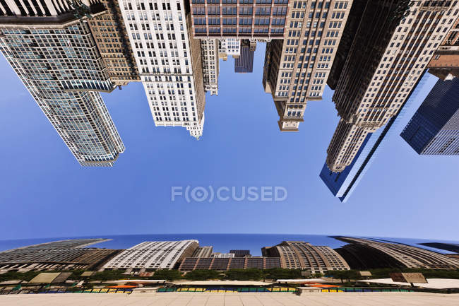 Chicago buildings reflected in Bean, Illinois, USA — Stock Photo
