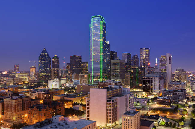 Downtown cityscape at dusk in Dallas, Texas, USA — Stock Photo