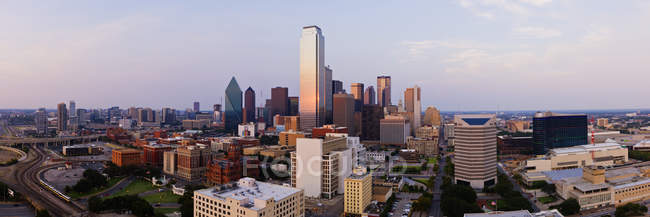 Downtown cityscape at sunset in Dallas, Texas, USA — Foto stock