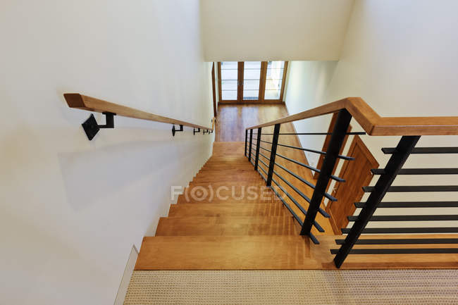 Сходи в сучасному будинку в Далласі, штат Техас, США — стокове фото