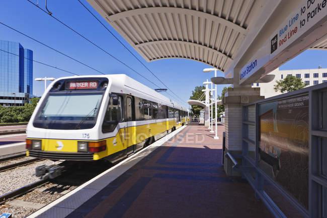 DART rail train station in Dallas, Texas, USA — Stock Photo