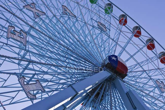 Vista de baixo ângulo da roda gigante Texas Star em Fair Park em Dallas, Texas, EUA — Fotografia de Stock