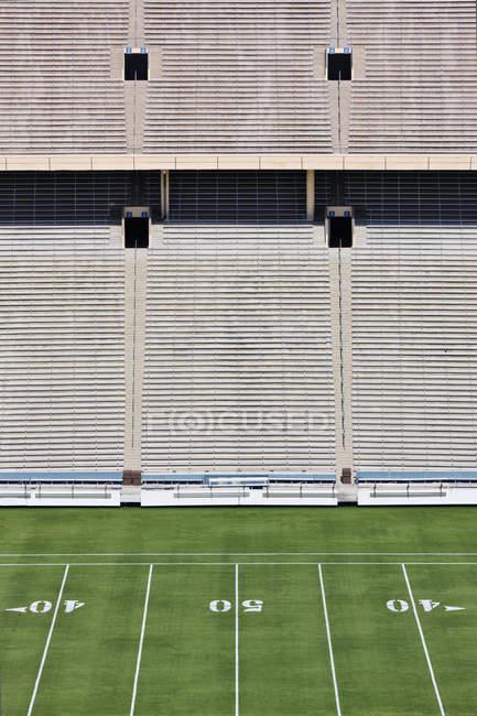 50 yardas y asientos en el estadio en Dallas, Texas, EE.UU. - foto de stock